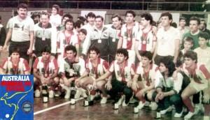 plantel-de-la-seleccion-paraguaya-de-futbol-de-salon-tras-la-obtencion-del-primer-titulo-mundial-de-ese-deporte-luego-de-vencer-2-1-a-bras_595_362_91155-300x172